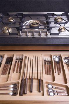 Cucina in legno Palissandro e top in granito Nero assoluto,kitchen Rosewood