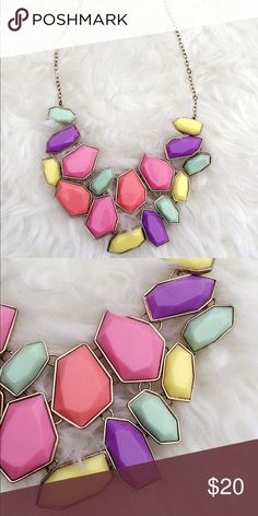 Statement necklace This is a brand new statement necklace. Perfect for the spring/ Summer outfits! Stand out be seen and be loved! Jewelry Necklaces