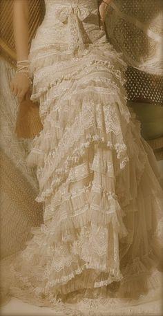 Gorgeous vintage look boho wedding dress Vestidos Vintage, Vintage Dresses, Vintage Outfits, Boho Wedding, Wedding Gowns, Wedding Dress Styles, Wedding Vintage, Bridal Gown, Hippie Chic Weddings