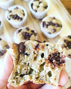 Muffins de avena y plátano con chispas de chocolate - Delirios de Cocina Healthy Sweet Snacks, Healthy Desserts, Sweet Treats, Dessert Recipes, Healthy Food, Sweet Bakery, Sin Gluten, No Bake Cake, Delish