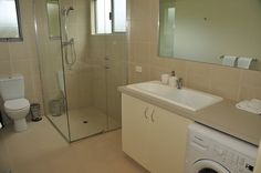 Chaet 3 bathroom laundry_L.JPG 567×377 pixels