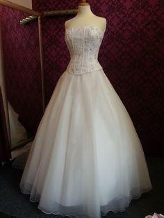 ♥ Traumhaftes Brautkleid 36 38 Nana Couture ♥  Ansehen: https://www.brautboerse.de/brautkleid-verkaufen/traumhaftes-brautkleid-36-38-nana-couture/   #Brautkleider #Hochzeit #Wedding