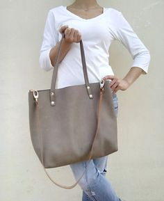 Bag Made with great care and love of Italian leather .  Been designed to be worn in all case.    ~~ Italian leather Grey soft leather bag .Nude leather