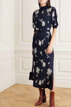 CHLOÉ Jacquard-knit Floral Printed Midi Dress - We Select Dresses Half Sleeve Dresses, Half Sleeves, Navy Blue Midi Dress, Chloe Clothing, Chloe Dress, Robes Midi, Mannequin, Navy And White, Dress Outfits