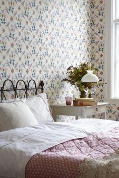 Kolorowa tapeta w sypialni / Colorful wallpaper bedroom design.