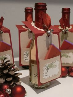 {Bellas} Papierträume: Flaschenanhänger bottle crafts with label Wrapped Wine Bottles, Wine Bottle Tags, Wine Tags, Wine Bottle Crafts, Wine Labels, Wine Gifts, Christmas Tag, Xmas, Card Tags