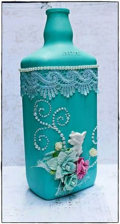 Discover thousands of images about Decorative Bottles : DeCoRaTeD BoTTLe -Read More – Recycled Glass Bottles, Glass Bottle Crafts, Wine Bottle Art, Painted Wine Bottles, Lighted Wine Bottles, Diy Bottle, Bottle Lamps, Vodka Bottle, Bottles And Jars