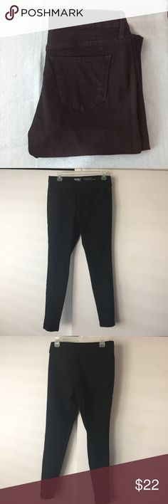 🎀Mossimo black mid rise skinny jeans Brand new without tags. Bought and never wore. Inseam approx 28. Leg opening approx 5. No wear on the bottom of pants Mossimo Supply Co. Jeans Skinny