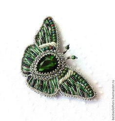 """Купить Брошь бабочка """"Изумрудное лето"""" - изумрудный, на белом фоне, брошь, вышитая брошь, бабочка"""