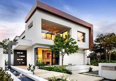 Modern ház keskeny telken úszómedencével, fényes, fehér, szürke, fekete színpalettával