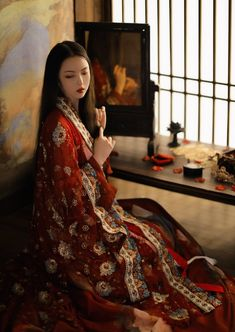 Anonymous said: Do you have recommendations for places to buy hanfu— either irl or online? Yes, I have recommendations for places to buy hanfu, both online and. Traditional Fashion, Traditional Dresses, Asian Style, Chinese Style, Beautiful Asian Women, Beautiful People, Kimono Tradicional, Mode Kimono, Chinese Clothing