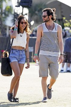 Part of what makes Zoe Kravitz and Penn Badgley a great couple is that they both look like the '90s threw up all over them, so there's no judgment. Zoe actually looked adorable in her flirty lace crop top, Levi's shorts and boyish brogues, but Penn looked a little like he could use a shower.