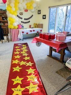 DIY Movie Theater Birthday Party with decorations like a red carpet walk of fame. DIY Movie Theater Birthday Party with decorations like a red carpet walk of fame, a pop . Movie Theatre Birthday Party, Movie Theater Theme, Birthday Party Games For Kids, Movie Night Party, Movie Themes, Birthday Party Themes, 12th Birthday, Movie Theme Cake, Birthday Activities