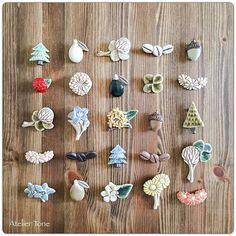* Sakka展 vol.21 Part 2 本日より始まりました** 展示は代官山のASSEMBLAGEさんにて18(日)まで。ブローチは全種類と、限定色も並べていただいてますので、お気に入りのものと出会っていただけるといいな〜と思います^^ Terracotta Jewellery, Ceramic Jewelry, Ceramic Clay, Clay Jewelry, Diy Clay, Clay Crafts, Diy And Crafts, Japanese Art Styles, Art And Hobby
