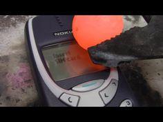 #Video: Veja um Nokia indestrutível × níquel incandescente ↪ Por @jpcppinheiro. Lembra-se daquele Nokia azul, o indestrutível 3310? Ele foi posto à prova contra uma bola de níquel quente. E não se entregou fácil! Veja só! http://www.curiosocia.com/2015/08/video-nokia-indestrutivel-niquel.html