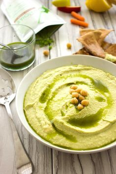A twist on the classic hummus recipe, the Matcha Power Hummus by is loaded with antioxidants, fiber, and protein to fuel your day! Quick Appetizers, Appetizer Recipes, Dessert Recipes, Green Tea Cheesecake, Classic Hummus Recipe, Matcha Tea Benefits, Green Tea Recipes, Low Calorie Snacks, Gf Recipes