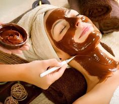 Chocolates are only for eating, right? No, chocolates are also used for making good quality facial masks. One of the best sources of antioxidants, chocolates Chocolate Facial, Chocolate Face Mask, Homemade Chocolate, Hot Chocolate, Cadbury Chocolate, Chocolate Lovers, Chocolate Fondue, Coffee Face Mask, Skin Care Remedies