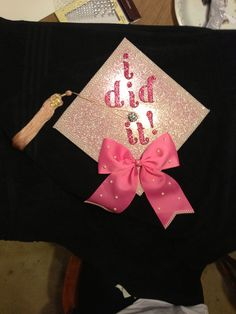 Graduation cap - sparkly background and bow Graduation 2016, Graduation Cap Designs, Graduation Cap Decoration, Nursing Graduation, High School Graduation, Graduation Pictures, Graduate School, Graduation Gifts, Graduation Nails
