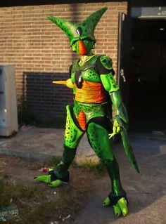 nunca pensé que vería un #cosplay de celula y que me gustaría #mola