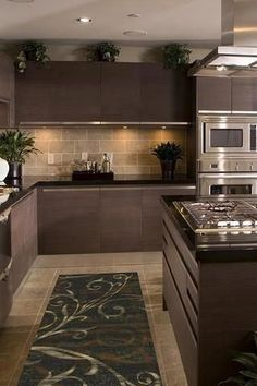 Elegant kitchen design tips. Every kitchen remodel starts with a design concept. Take advantage of these kitchen remodeling ideas to include worth in addition to a lot of feature to your home during your kitchen remodel planning phase. Kitchen Room Design, Kitchen Cabinet Design, Modern Kitchen Design, Home Decor Kitchen, Interior Design Kitchen, New Kitchen, Home Kitchens, Kitchen Ideas, Kitchen Designs