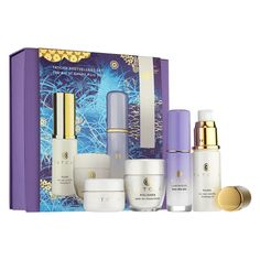 Shop Tatcha's Bestsellers Set at Sephora. This exclusive four-piece set offers a timeless beauty ritual to reveal brighter, smoother skin. Makeup Kit Bag, Discontinued Makeup, American Makeup, Make Up Remover, Winter Beauty, Timeless Beauty, Organic Skin Care, Travel Size Products, Best Sellers