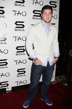 Tim Tebow Photo - Tim Tebow poses at the official 'Soul' Headphones Party hosted by Ludacris at Tao Nightclub at the Venetian Hotel and Casino