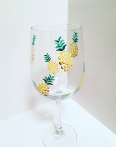 Hand-painted Glassware by ShopWinebyDesign Cute Wine Glasses, Hand Painted Wine Glasses, Glass Bottle Crafts, Bottle Art, Glass Painting Designs, Art And Craft Videos, Clay Crafts, Kids Crafts, Paper Crafts