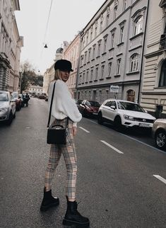 30 super-class and trendy outfit inspirations for this .- 30 Superklassige und trendige Outfit-Inspirationen für dieses Jahr 30 super-class and trendy outfit inspirations for this year, - Fashion Mode, Look Fashion, Autumn Fashion, Fashion Trends, Classy Fashion, Lifestyle Fashion, Feminine Fashion, Fashion Ideas, Bad Fashion