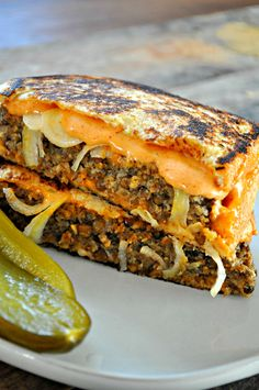 This vegan lentil Frisco melt is the vegan comfort food sandwich you've been cra… - Vegan Sandwich Vegan Foods, Vegan Dishes, Vegan Lunches, Frisco Melt, Whole Food Recipes, Cooking Recipes, Cooking Tips, Vegetarian Recipes, Healthy Recipes