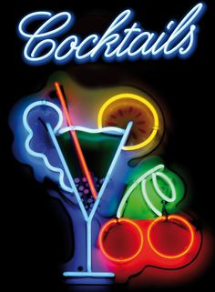 A neon cocktail sign at a bar , Sofas Vintage, Neon Licht, Neon Words, 80s Design, Vintage Neon Signs, Sign Image, Neon Light Signs, Neon Bar Signs, Sign Lighting