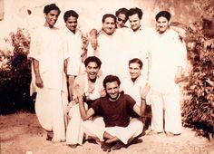 Ashok Kumar, Play Quiz, Kishore Kumar, Story Titles, Legendary Singers, Romantic Mood, Home Movies, Film Industry, Memoirs