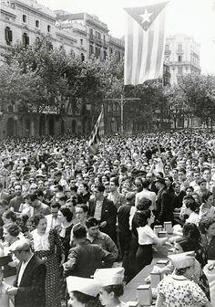 Diada de l'Onze de Setembre de 1936 | BARCELODONA Barcelona City, Aesthetic Collage, Best Cities, Old Pictures, Cuba, Documentaries, Dolores Park, Spanish, 1