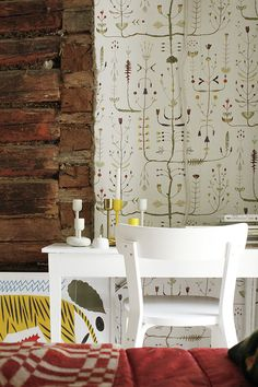 Desk /exposed brick juxtaposed to wallpaper Kitchen Pics, Kitchen Pictures, Koti, House Wall, Exposed Brick, Colorful Decor, Timeless Design, Home Deco, Home Projects