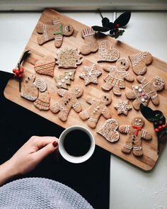 {simple things} Holiday Edition Vol. 2 Gingerbread Cookies and Coffee The post {simple things} Holiday Edition Vol. 2 appeared first on Belle Ouellette. Christmas Time Is Here, Christmas Mood, Merry Little Christmas, Christmas Is Coming, Christmas Baking, All Things Christmas, Christmas Cookies, Christmas Hair, Christmas Wreaths