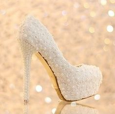 sapato salto alto cristal pérola noiva casamento importado Wedding Shoes Bride, Bridal Shoes, Prom Heels, Sexy Heels, Pretty Shoes, Cute Shoes, High Hill Shoes, Cute High Heels, Cinderella Shoes