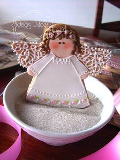 Galletas recordatorio para  Bautizos y Primeras Comuniones Fancy Cookies, Cute Cookies, Galletas Cookies, Christmas Sugar Cookies, Christmas Baking, Angel Cookies, Baptism Cookies, Cookie Frosting, Festa Party