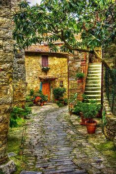 Cobblestone Path, Strada in Chianti, Tuscany, Italy - via Alex Shar...✈...
