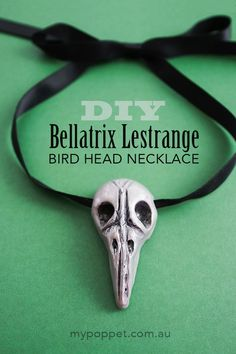 Make a faux bird skull Bellatrix Lestrange necklace with polymer clay. The perfect addition to any Bellatrix Halloween costume or Harry Potter cosplay. Bellatrix Costume, Bellatrix Lestrange Costume, Harry Potter Bellatrix Lestrange, Draco Malfoy, Harry Potter Cosplay, Harry Potter Halloween, Theme Harry Potter, Harry Potter Diy, Costume Halloween