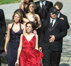 US student sues school over gay prom policy