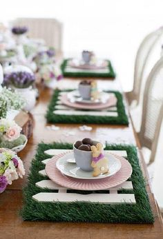 S there anything that says springtime more than baby bunnies here are a few of my favorite tablescapes that are all about the bunny image unknown home homedecor entertaining tablescapes spring springstyle easter eastertablescapes bunny Easter Table Settings, Easter Table Decorations, Easter Decor, Easter Centerpiece, Diy Centerpieces, Hoppy Easter, Easter Eggs, Diy Ostern, Easter Parade