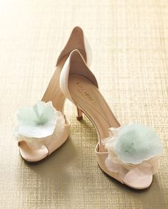 """See the """"Fancy Flowers"""" in our 5 Shoe Clips That Are a Total Snap to Make gallery"""