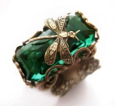 Vintage Filigree Dragonfly Emerald Ring +++ Dragonfly Ring encased in vintage filigree. This Art Nouveau dragonfly takes a rest from it's flight on this stunning emerald glass jewel stone. Please notice the the high detail of the dragonfly featuring antennae