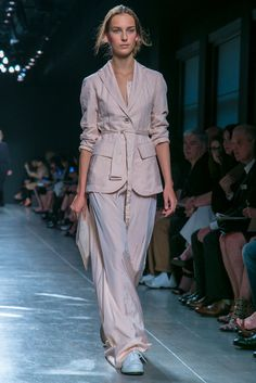 A look from the Bottega Veneta Spring 2015 RTW collection.