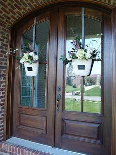 Less-Than-Perfect Life of Bliss: Front Door Flower Basket How-To Front Door Entrance, Front Door Decor, Wreaths For Front Door, Front Porch, Exterior Doors, Interior And Exterior, Door Design, House Design, Double Front Doors
