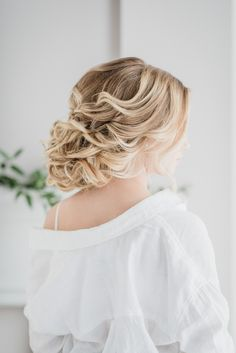 Soft curl updo for blondes | Tips for Perfect Wedding Day Hair by Ladylyn Gool and Jenn Kavanagh Photography