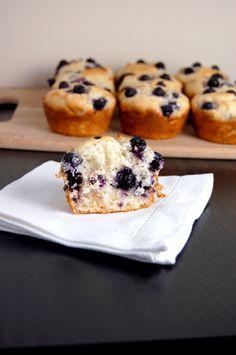Gluten Free Bluebery Muffins {easy to make, hard to resist!}   emthebaker.com