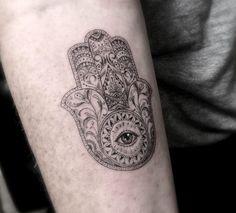 Mandala Hand mit Auge Tattoo von dr. Woo