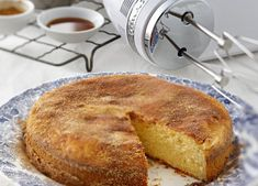 Quick Mix Vanilla Tea Cake (vanilla sugar whipped cream and seasonal fruit on top? Round Cake Pans, Round Cakes, Vanilla Tea, Kitchen Aid Recipes, Tea Cakes, High Tea, Love Food, Food Processor Recipes, Food To Make