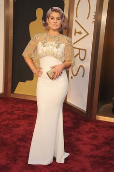 A sheer cape added a goddess effect to Kelly Osbourne's white gown. at the Oscars. #redcarpet #AcademyAwards