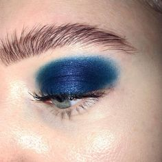 Not ready with the partying quite yet? We recommend blue eye shadow as a side dish to every outfit on the menu ❄️❄️❄️ Makeup Goals, Makeup Inspo, Makeup Art, Face Makeup, Blue Smokey Eye, Serpentina, Swatch, Natural Eye Makeup, Blue Eyeshadow